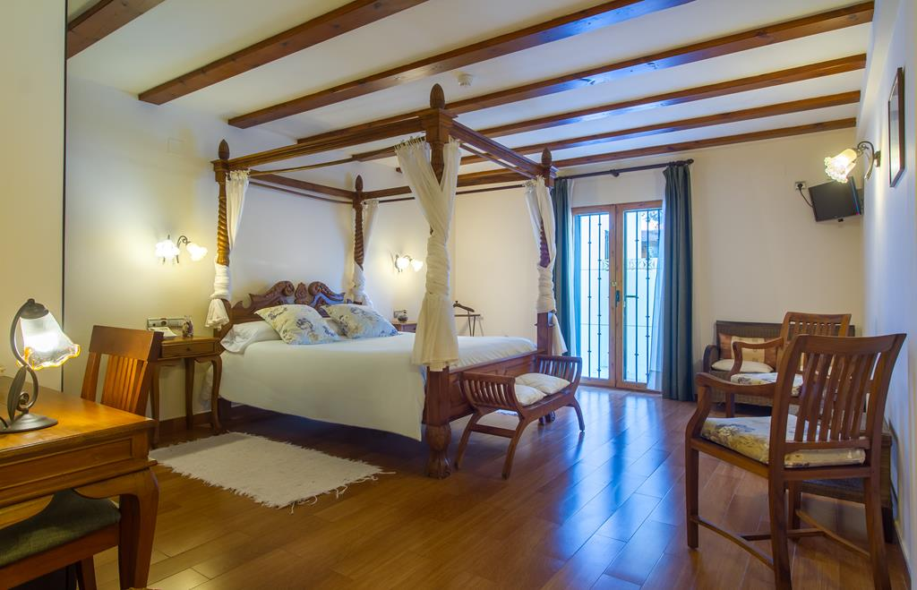 Superior Room with canopy bed and terrace