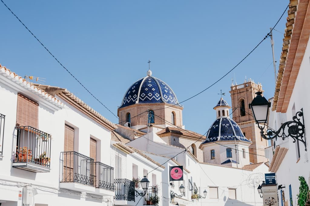 "Vogue mentions the Hotel Tossal d'Altea among the recommended places of Altea, the ""most beautiful town of the Levantine coast"""